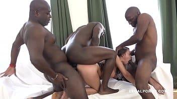 3 Μαύροι ξεσκίζουν μελαχρινή καυλιάρα