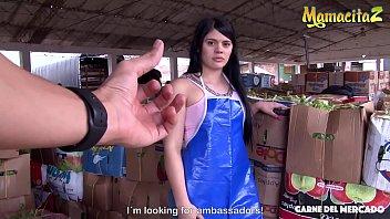Διαπερνώντας το καυτό λατινικό μουνί της γυναίκας της αγοράς