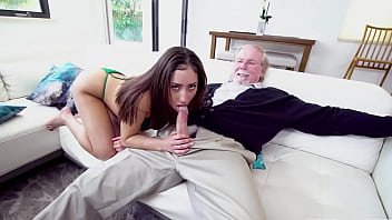 Η λατίνα και ο παππούς