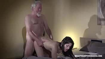 Η όμορφη και ο γέρος