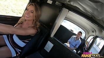 Η ταξιτζού και ο πελάτης